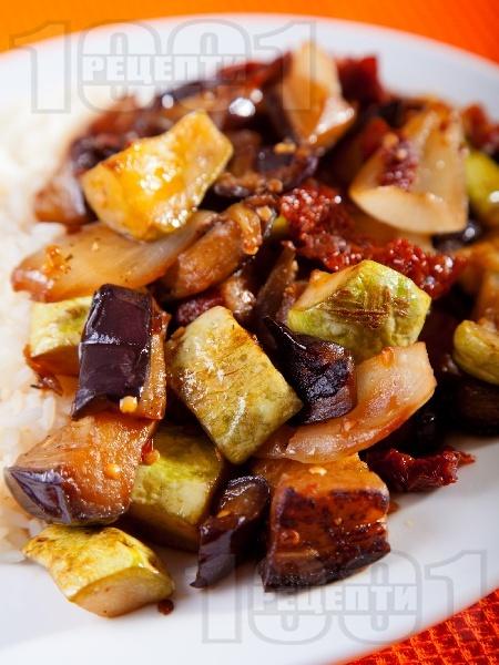 Тиквички и патладжани на тиган с мариновани сушени домати - снимка на рецептата